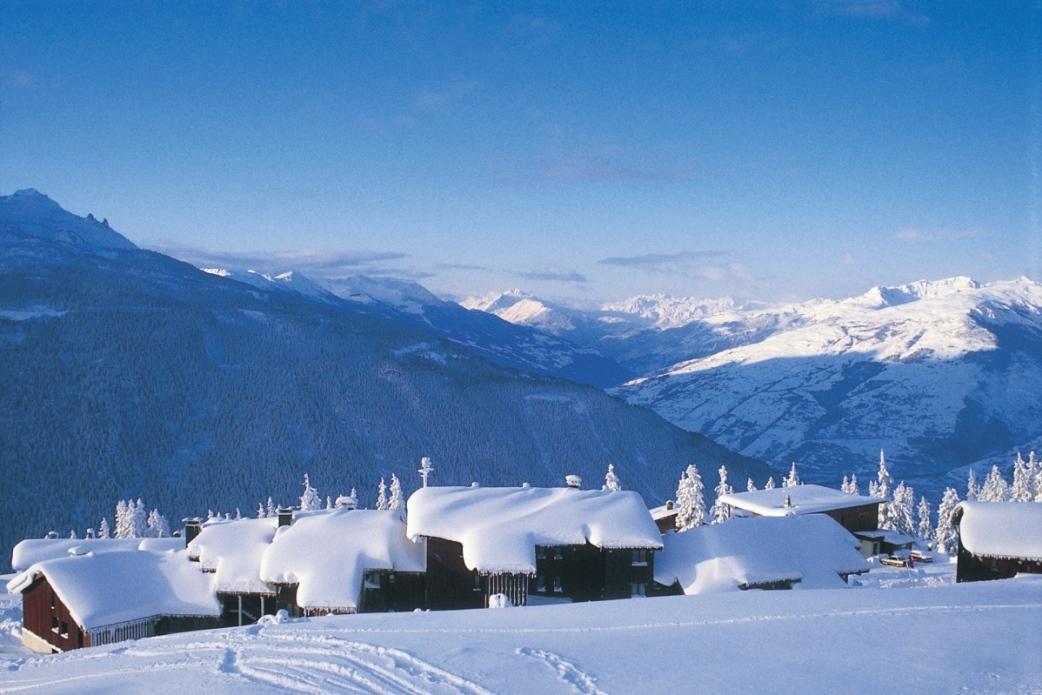 Ski Total | Snowy roof tops in La Rosiere