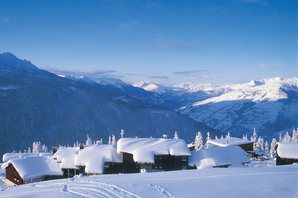 Ski Total | snow topped roofs in La Rosere