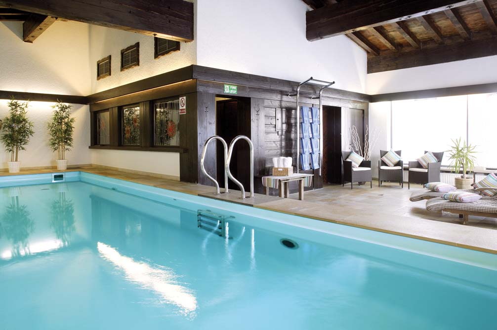 Ski Total | The swimming pool in the Chalet Hotel Sonneck