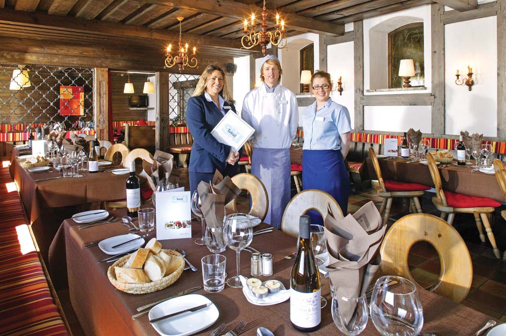 Ski Total   The dining area in the Chalet Hotel Sonneck