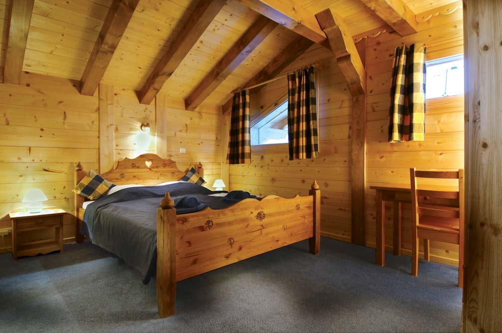 Ski Total | A Typical bedroom in the chalet Marie