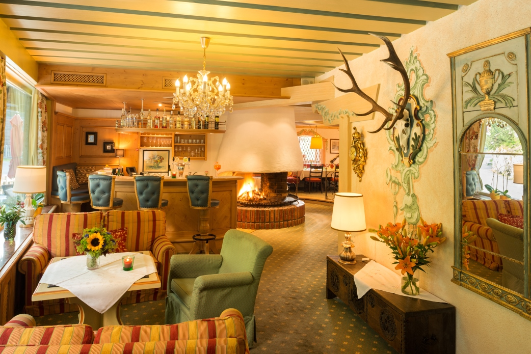Ski Total | The lounge area in the Chalet Hotel Elisabeth