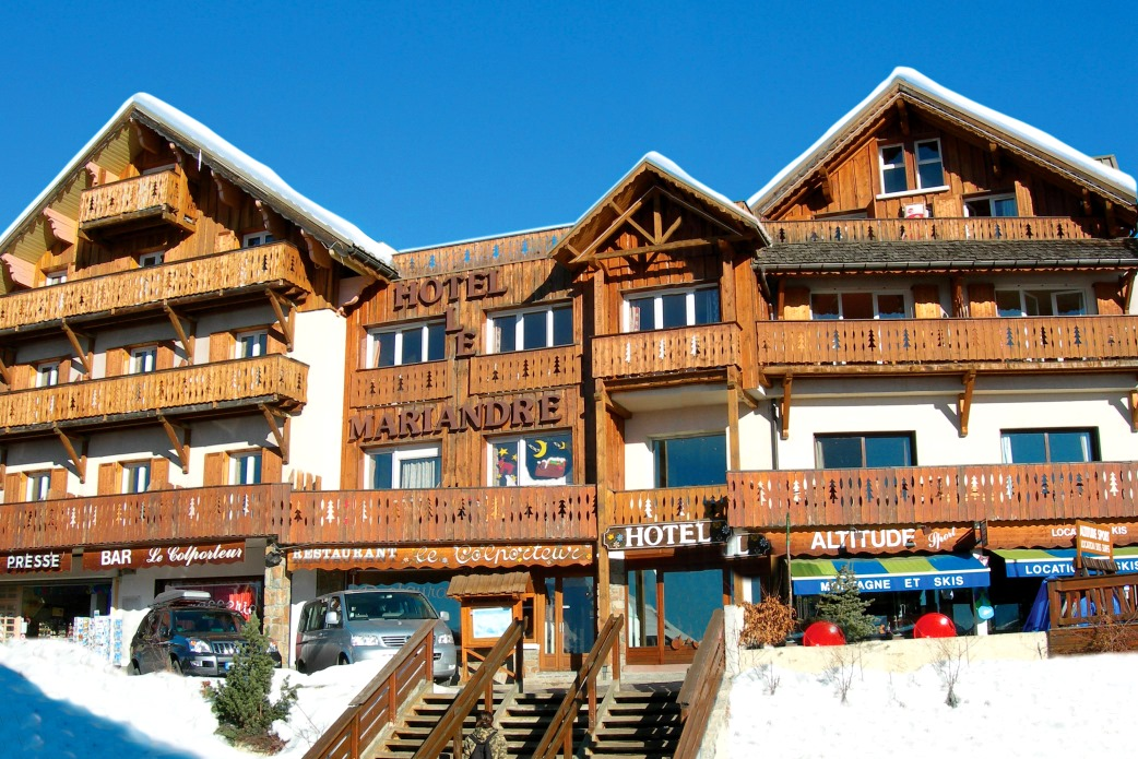 Ski Total | Exterior view of the Chalet Hotel Mariandre
