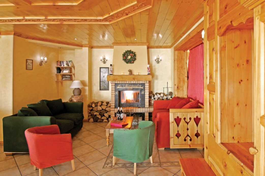 Ski Total | A lovely warm fire in the chalet hotel mariandre