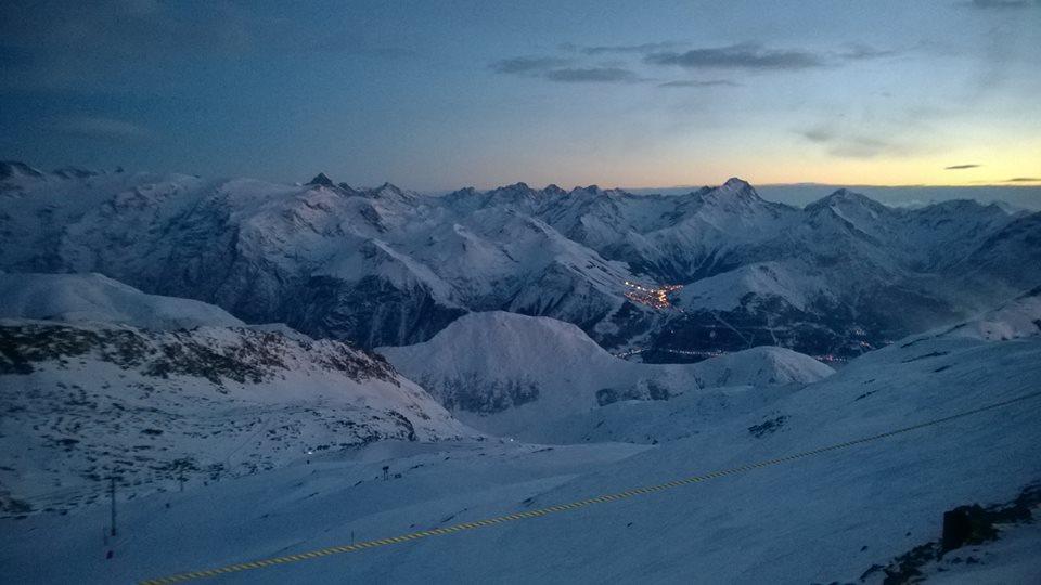 Les deux alpes in distance