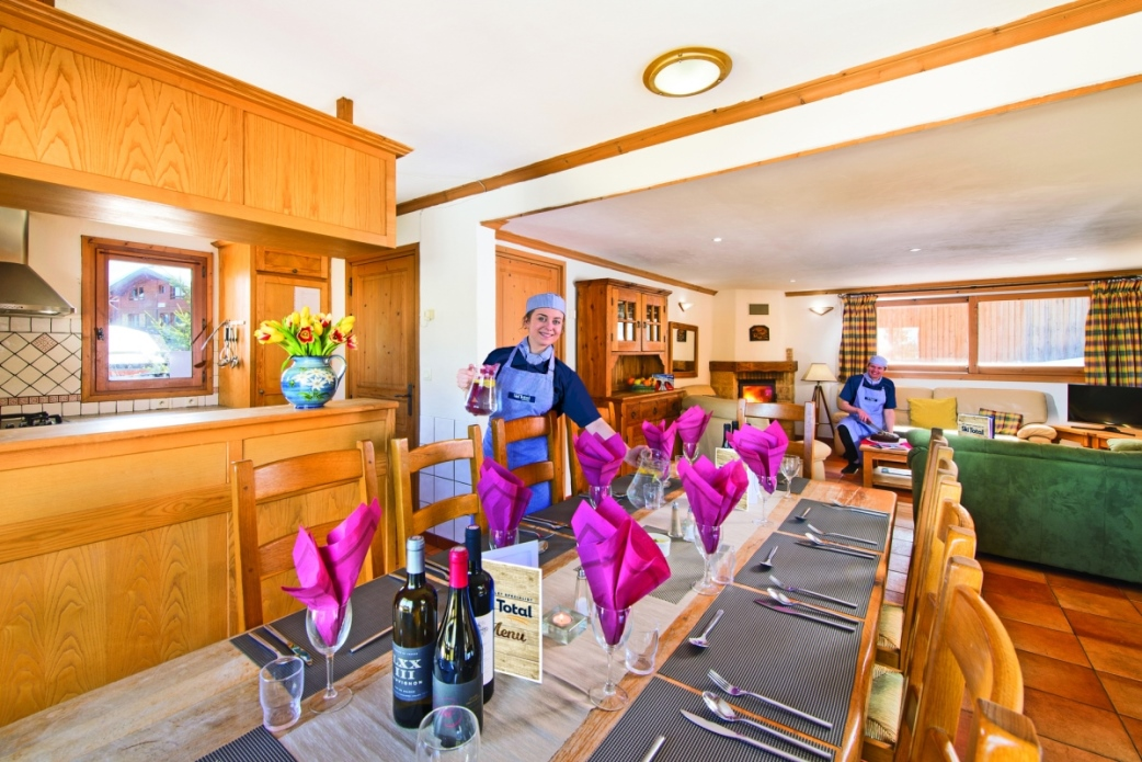Ski Total | Dining area in the chalet Beau Vallon