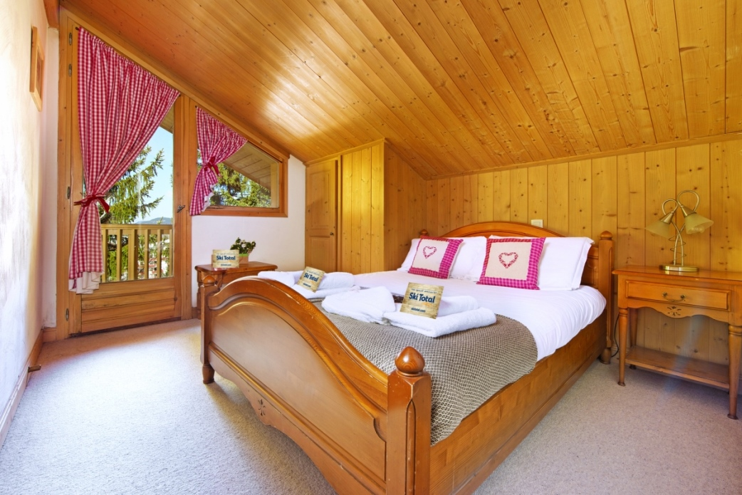 Ski Total | A typical bedroom in the chalet Beau Vallon