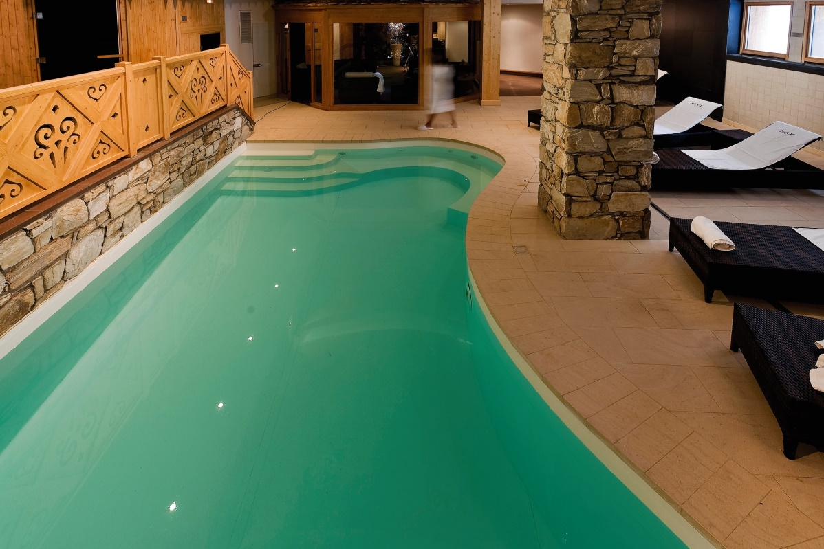 Ski Total | Spa and wellness area in the Chalet Hotel Le Savoie