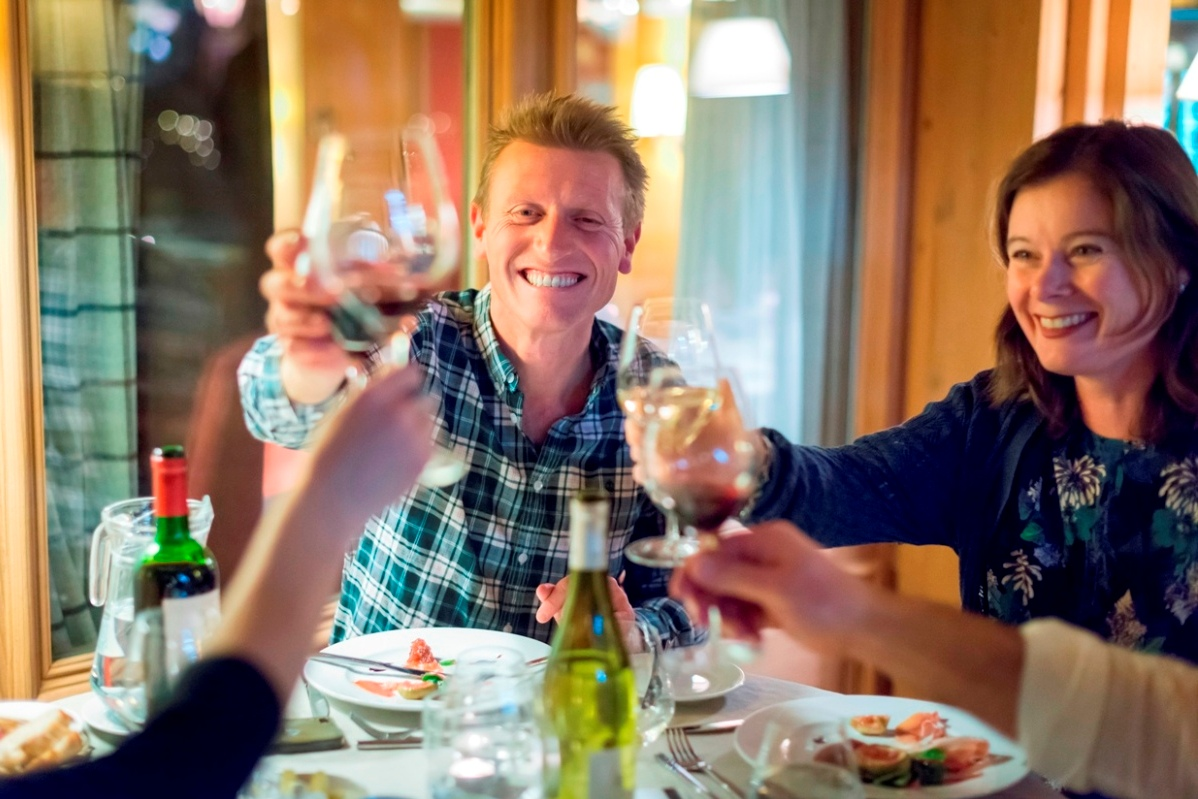 Ski Total   Guests wining and dining at the Chalet Hotel Le Savoie