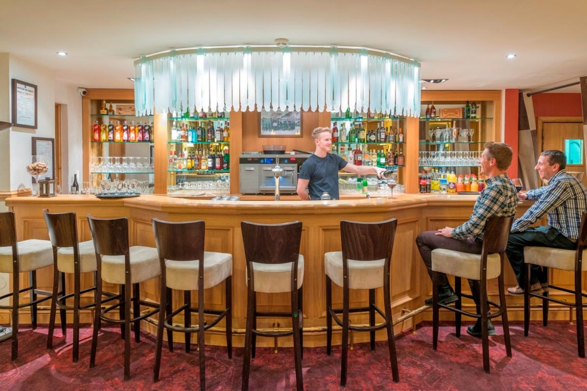Ski Total | Chalet Hotel Le Savoie Bar area