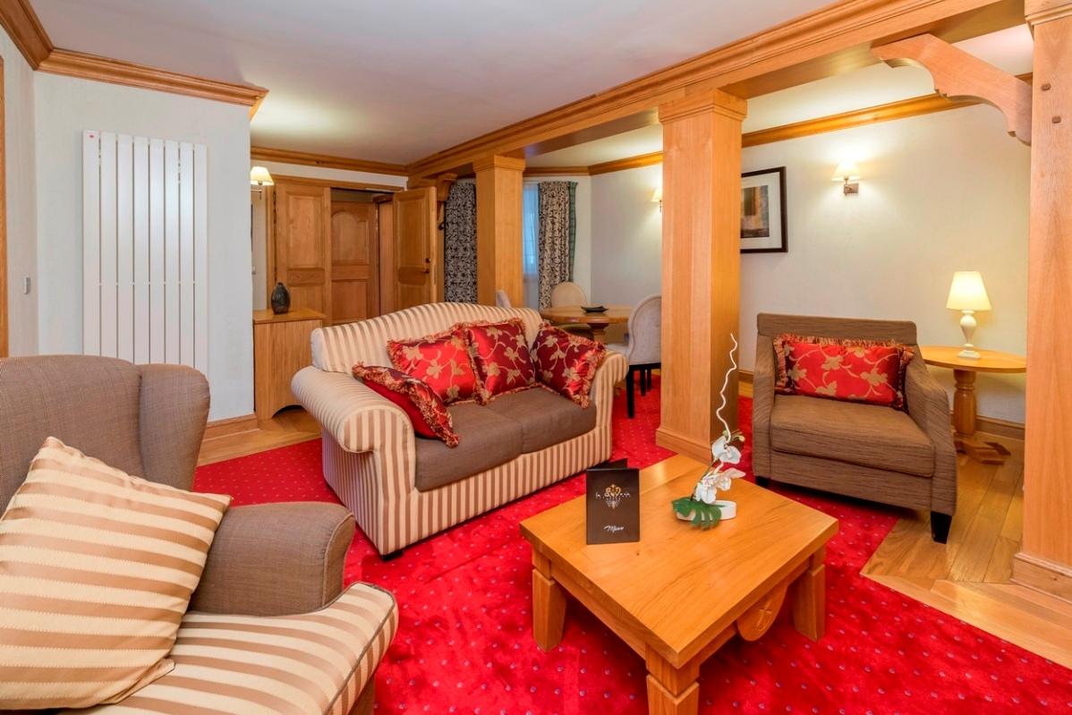 Ski Total | Chalet Hotel Le Savoie Suite Lounge 404