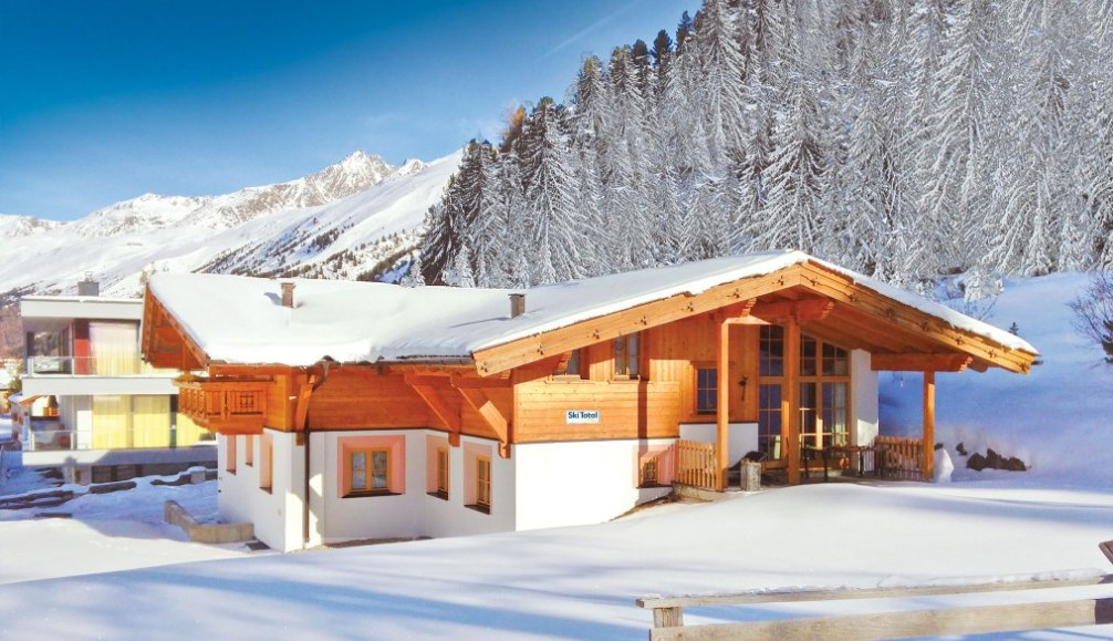 Ski Total | Exterior view of the chalet Angela