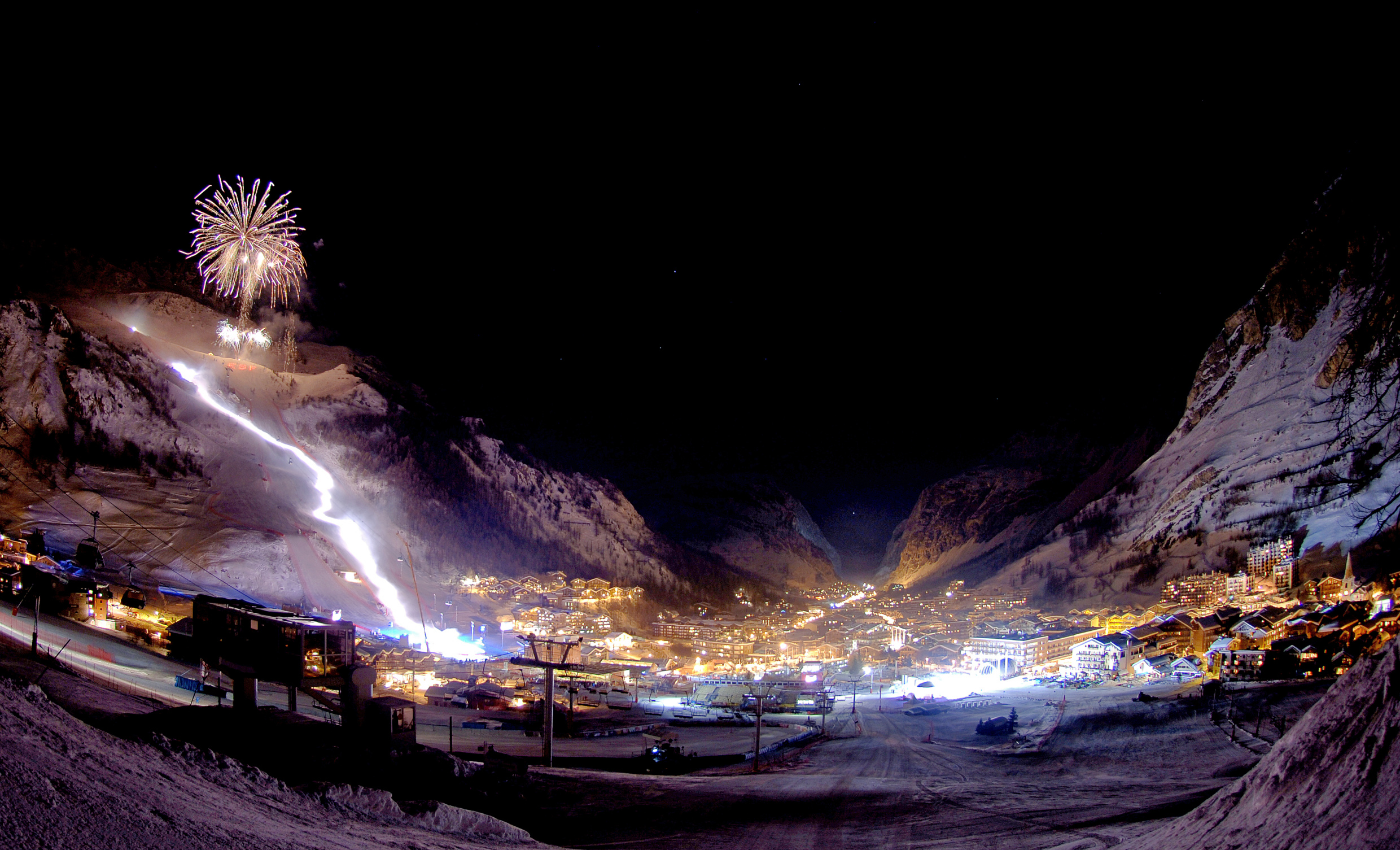 Val d'Isere town / resort panorama view
