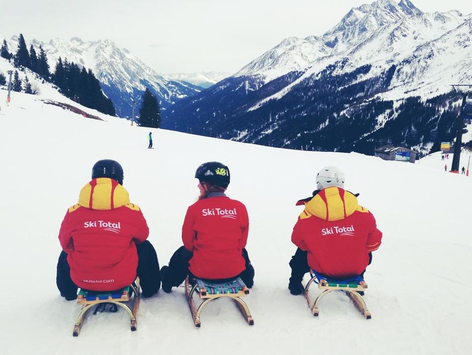 Ski total go Tobboganing!