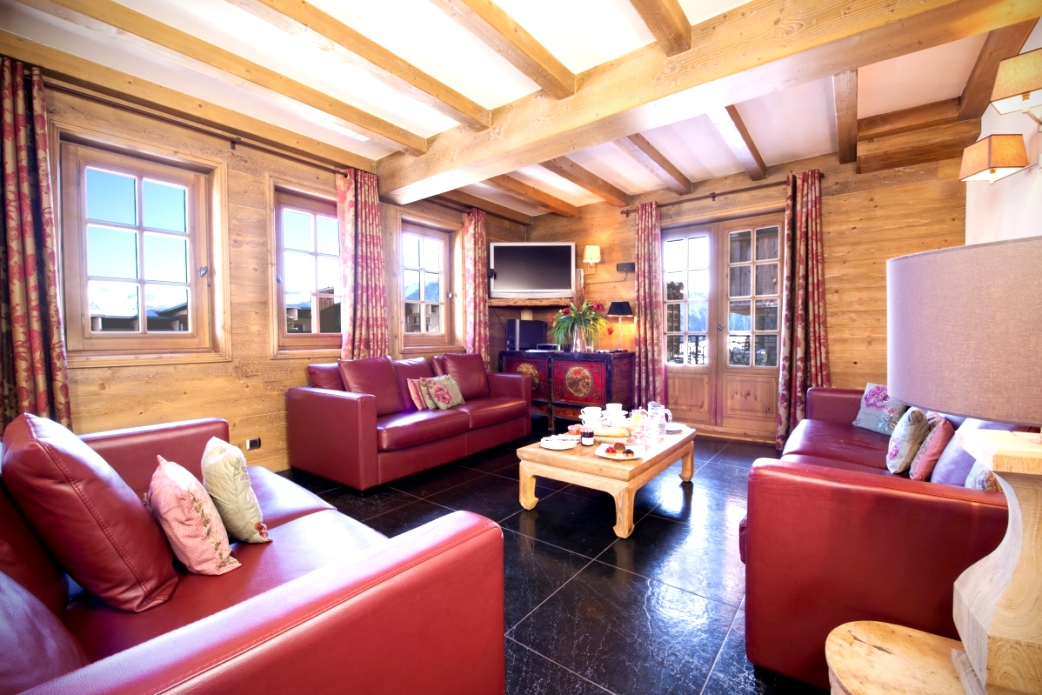 Ski Total | Lounge area of the chalet La Vieille Forge