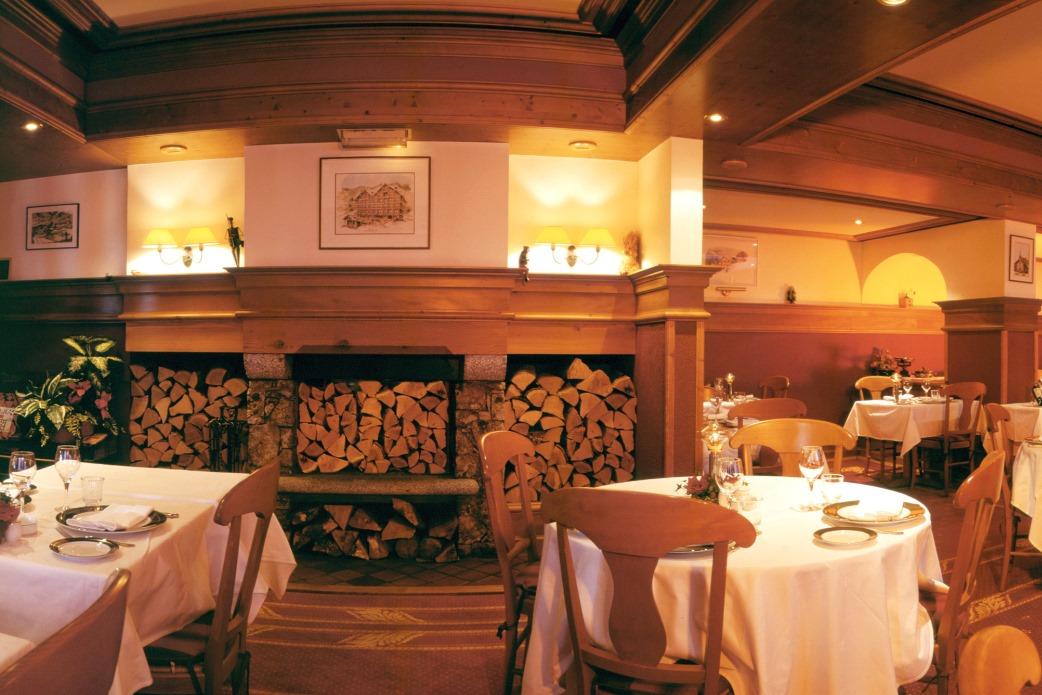 Ski Total | Dining area in the Chalet Hotel Alba