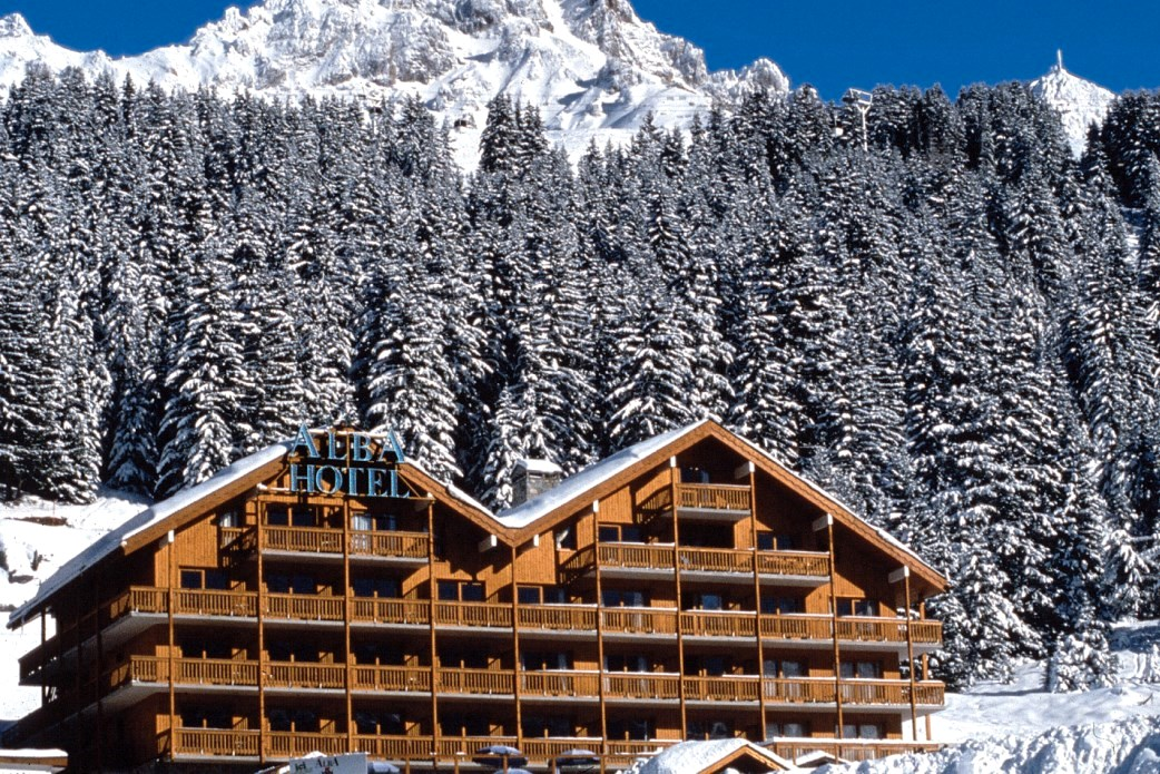 Ski Total | Exterior view of the Chalet Hotel Alba