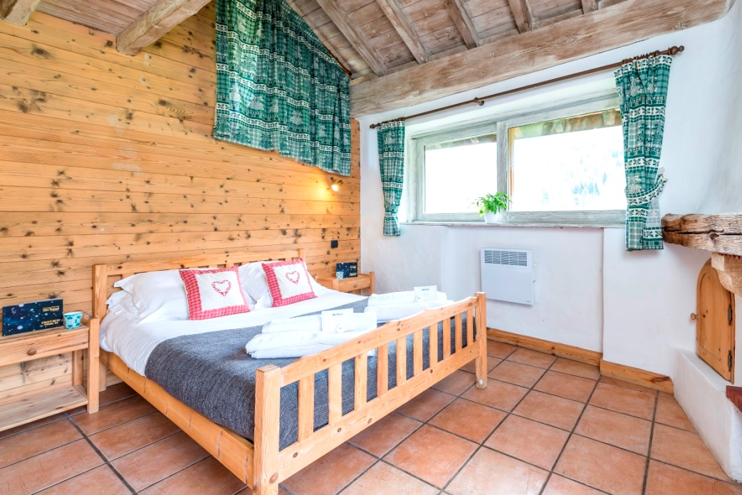 Ski Total | Double bedroom in the Chalet Lou Trave