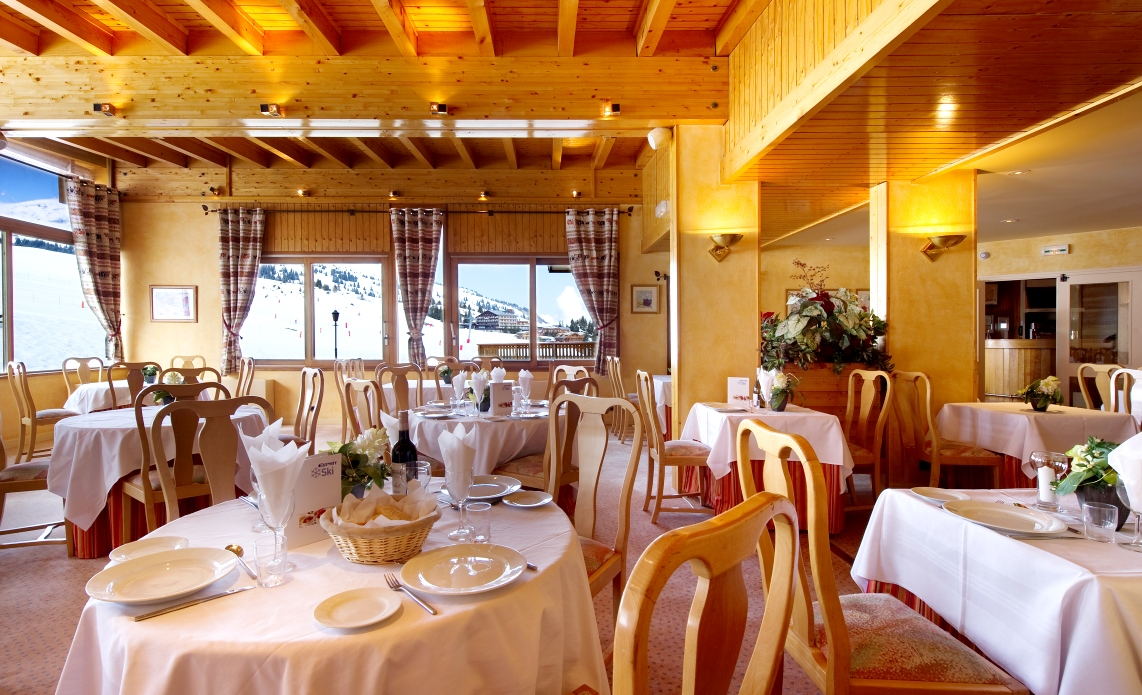 Ski Total | Dining room in the Crystal 2000