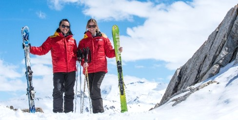 Ski Total | Ski Total Reps with ski equipment on piste