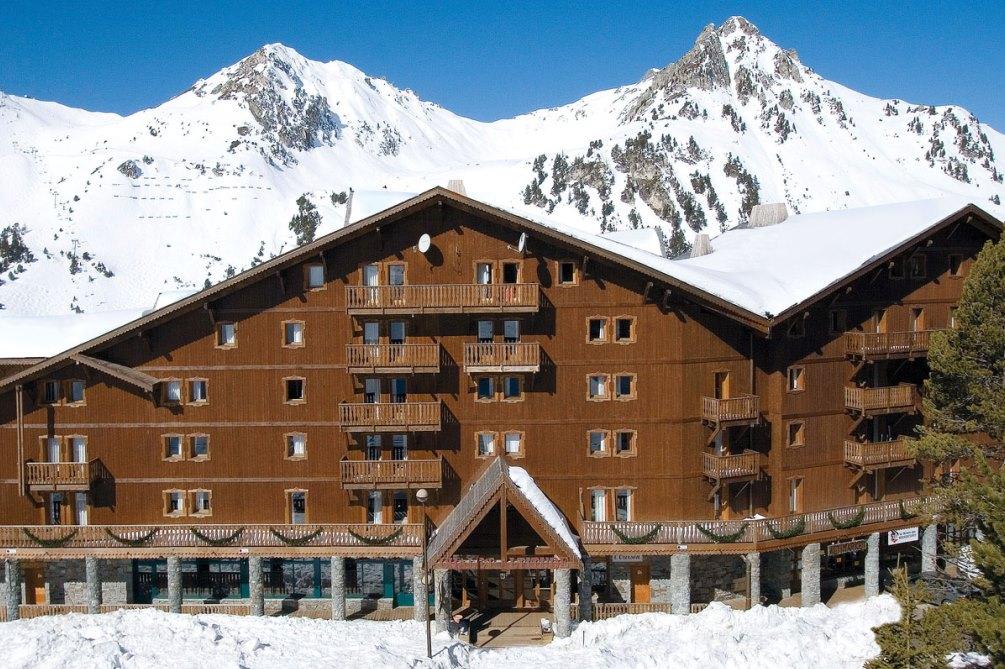 Ski Total   The Altitude residence exterior view
