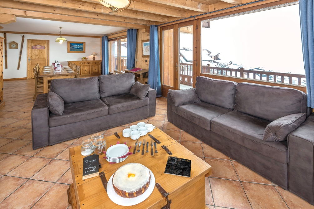 Ski Total | Dining/ lounge in the chalet Belina