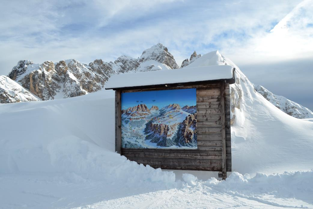 Ski Total | Faloria cable car takes you from the center of Cortina to the 2.134 high of Mount Faloria.