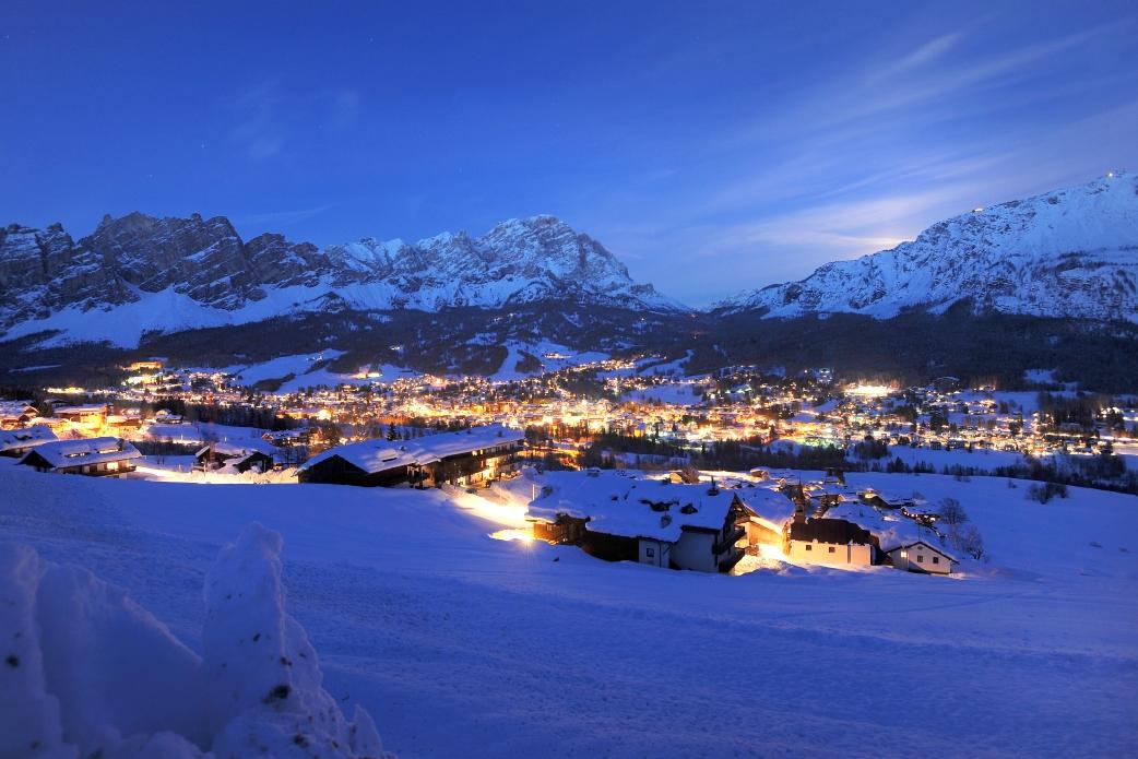 Ski Total | Cortina at night