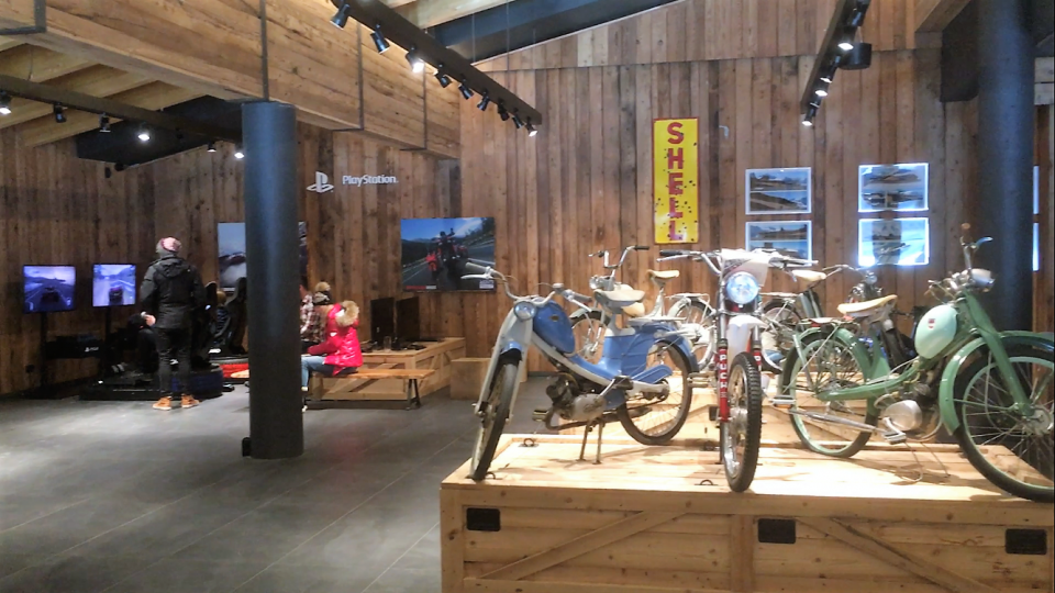 Ski Total   Motorbike exhibits inside the museum
