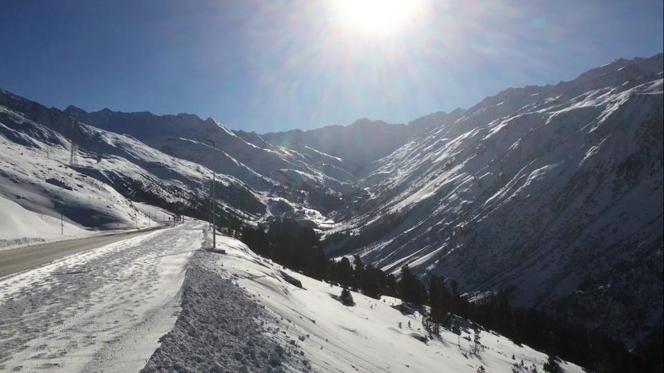 Ski Total   Sunny, snowy mountains