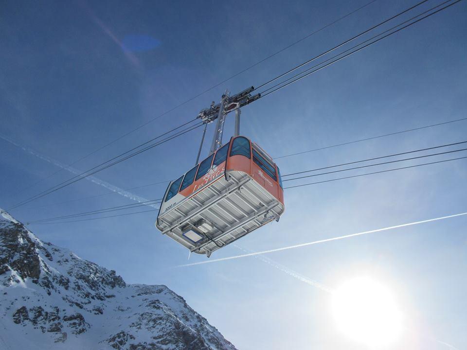Ski Total   gondola in Les Arcs
