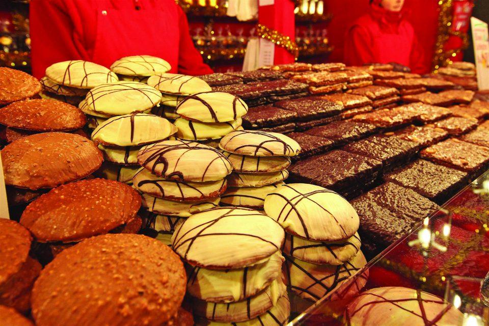 Ski Total   Christmas gingerbread market stall