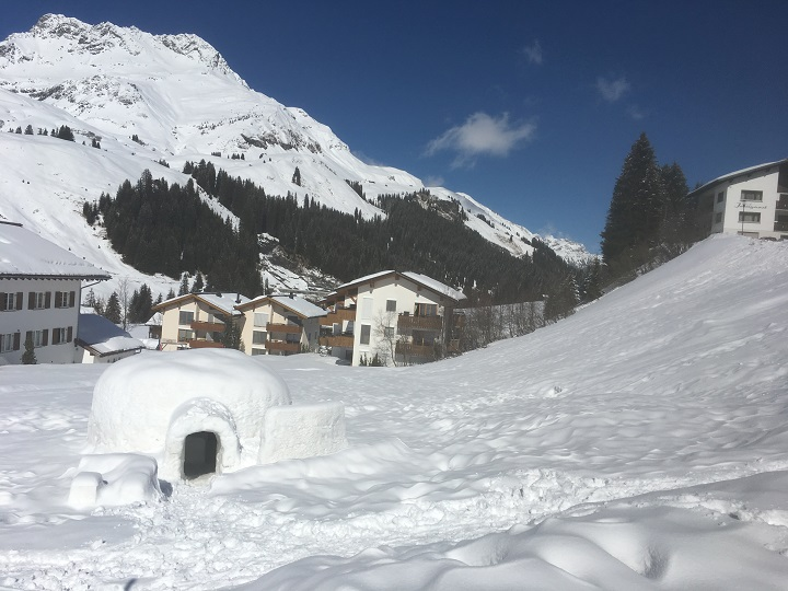 Ski Total | snowy Lech town center with igloo