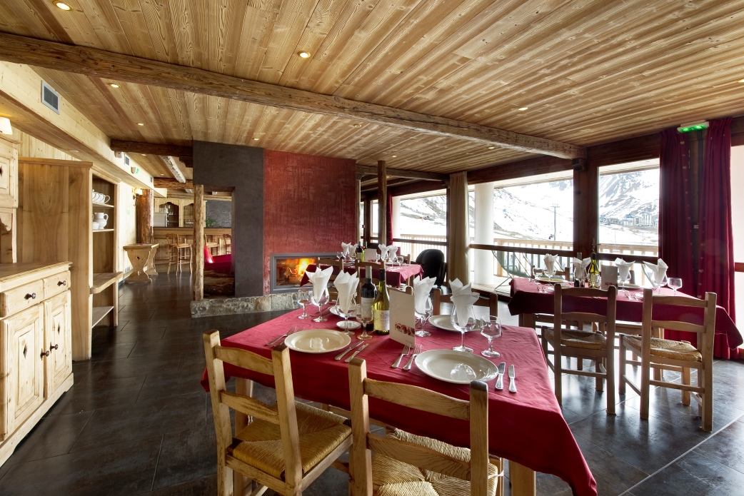Ski Total | The dining area of the chalet Corniche