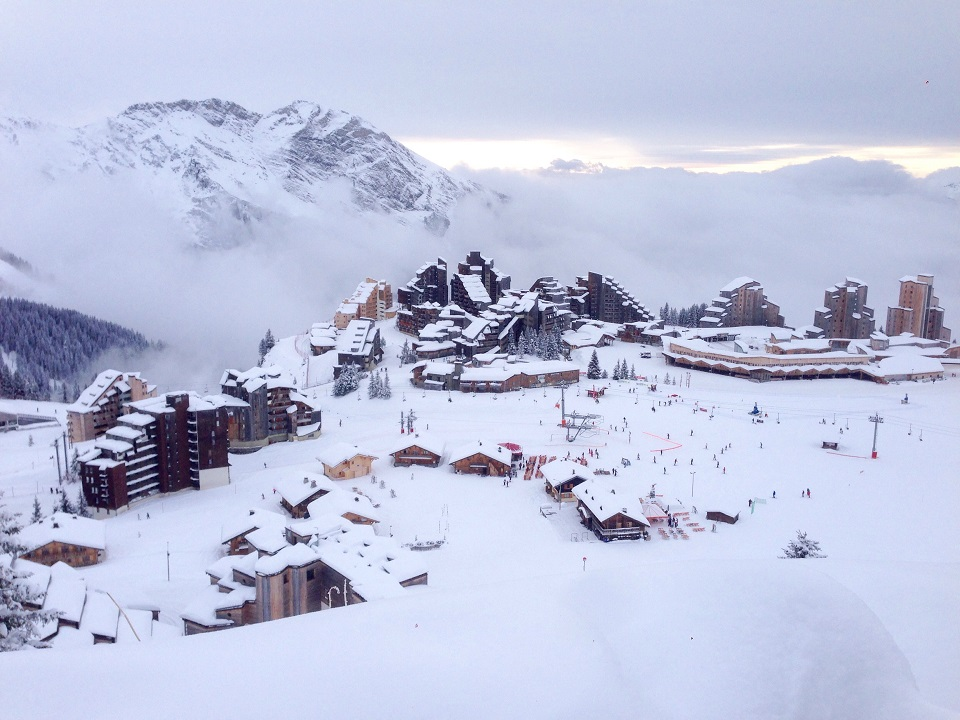 Ski Total | Ariel image of the snowy town of Avoriaz