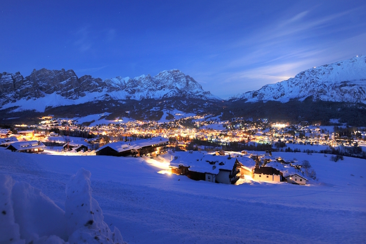 Ski Total   Cortina at night